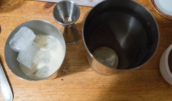 Ajouter la glace au gyro-flip cocktail