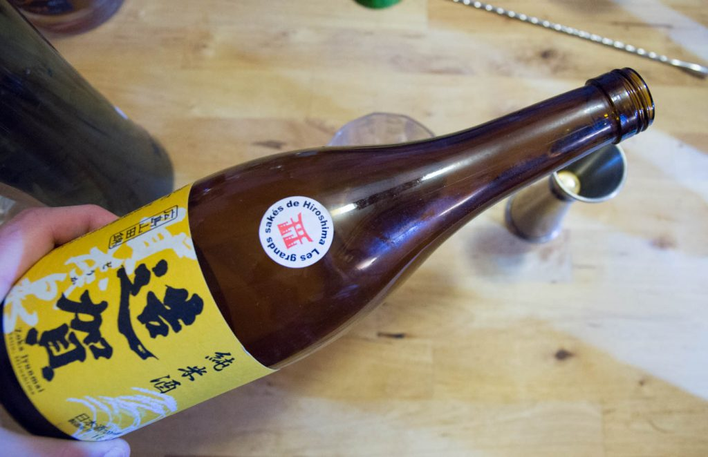sake hiroshima pour rom arrange cocktail