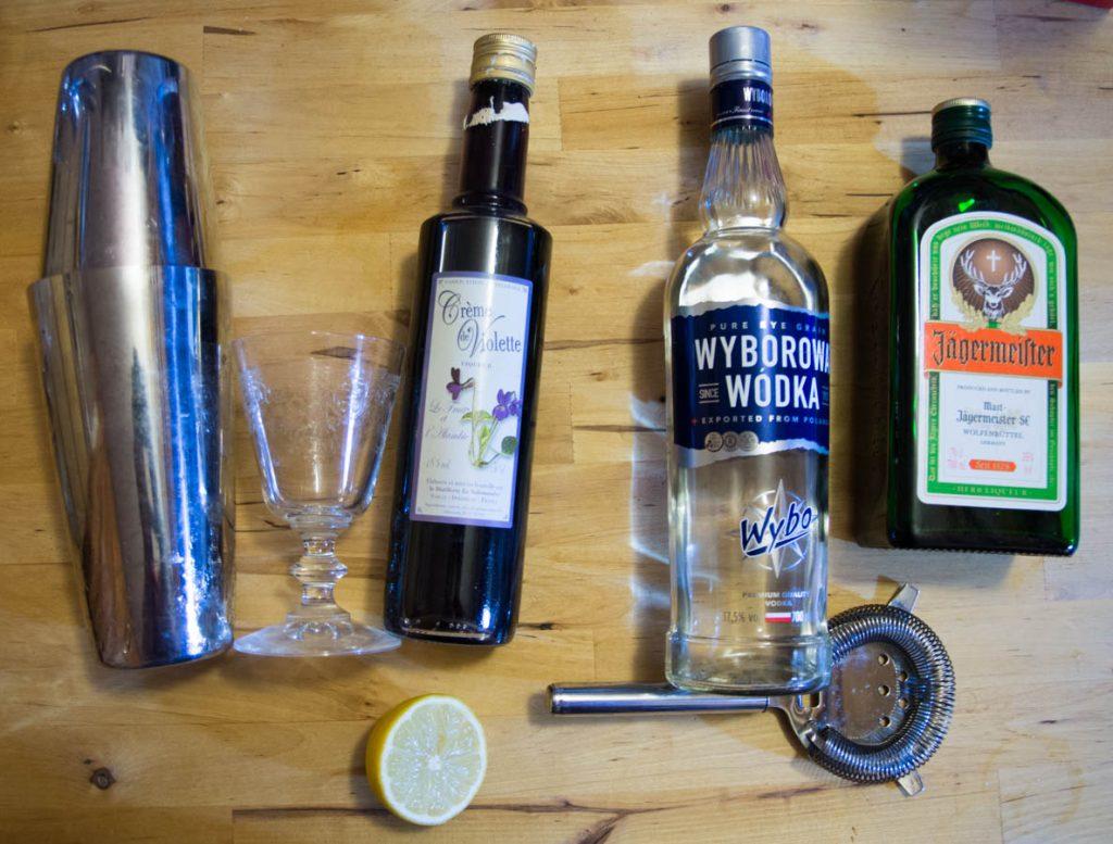 Les ingredients et ustensiles pour réaliser votre jagerbxtch à la violette