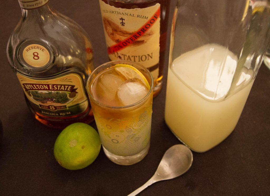 Dark n stormy cocktail packshot, rhum, ginger beer
