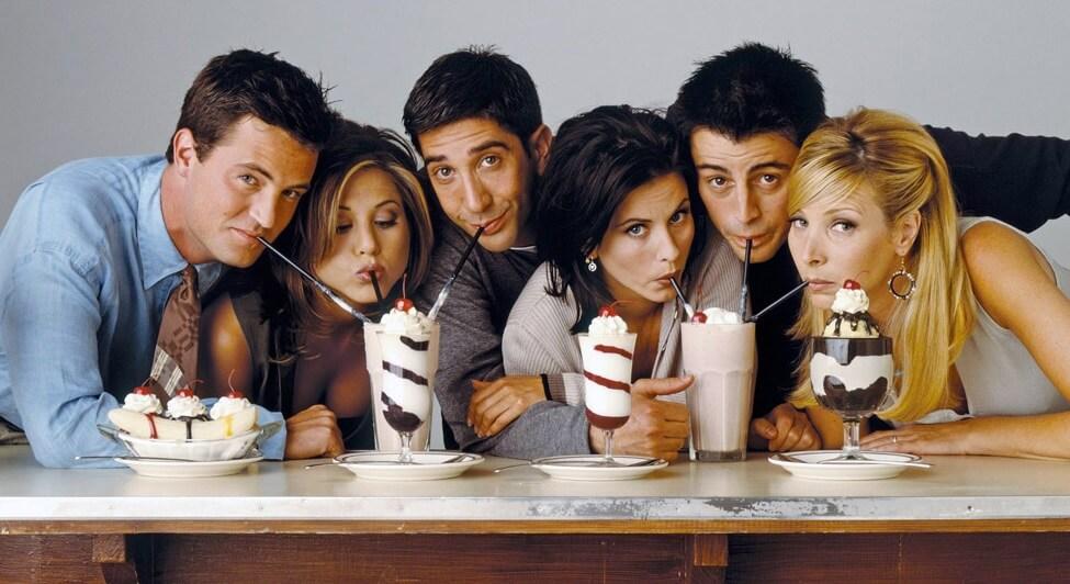 Cocktails avec de nombreux amis Colada