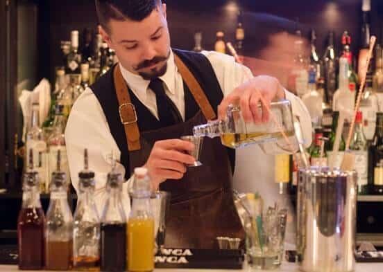 préparation des ingrédients pour cocktails nombreux Colada
