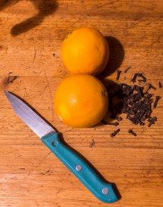 clous de girofle et orange pour le punch d'hiver colada
