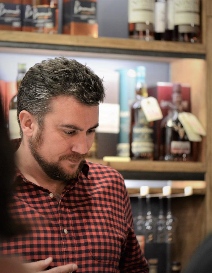 Nicolas Dubois lors d'une dégustation de whisky pour Colada